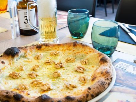 Pizza, 4 Käse und Walnüsse-Restaurant Hotel alla Fonte-Arta Terme-Karnien