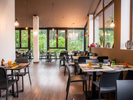 Panorama aus dem Speisesaal im Restaurant Pizza Grill & Maccaroni in Arta Terme