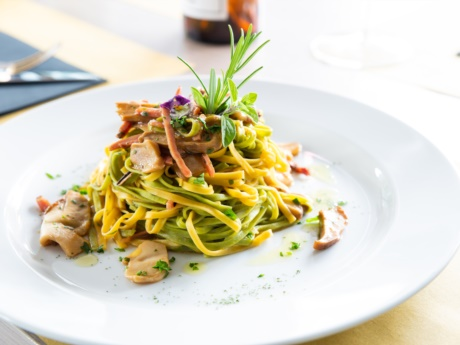 Tagliolini mit Bauchspeck und Steinpilze-Restaurant Hotel Alla Fonte-ArtaTerme-Karnien