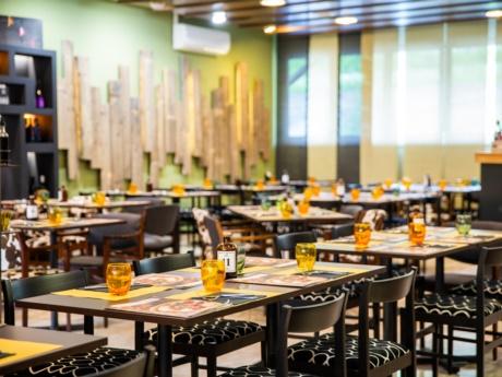 Der Speisesaal des Restaurants Pizza Grill & Maccaroni in Arta Terme